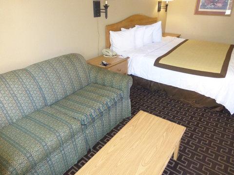 Baymont Inn & Suites Birmingham/Vestavia - King Suite