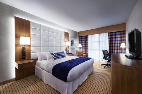 Radisson Hotel & Suites Austin Downtown - Guest Room King Bed
