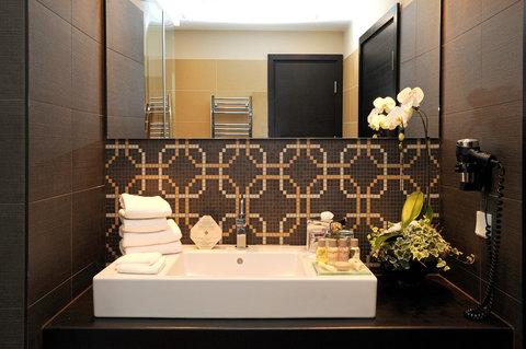 Continental Hotel Zara - Bathroom