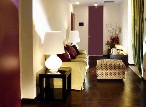 Hotel Bernini Bristol - Small Luxury Hotels of The World - Suite Trevi Living Room