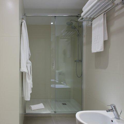 NH Barcelona Stadium - Bathroom