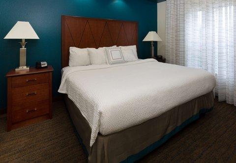 Residence Inn Baton Rouge Towne Center at Cedar Lodge - One-Bedroom Suite - Sleeping Area