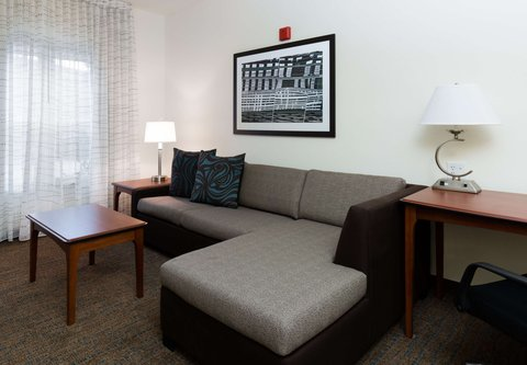 Residence Inn Baton Rouge Towne Center at Cedar Lodge - One-Bedroom Suite - Living Area