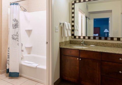 Residence Inn Baton Rouge Towne Center at Cedar Lodge - One-Bedroom Suite Bathroom