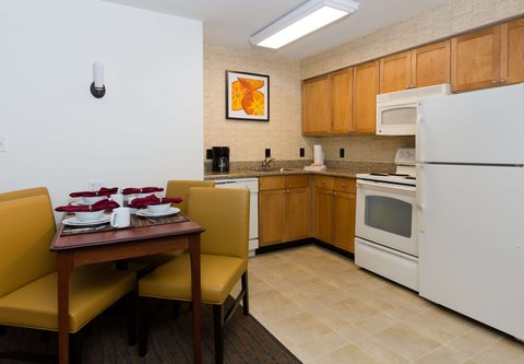 Residence Inn Baton Rouge Towne Center at Cedar Lodge - Two-Bedroom Suite - Kitchen