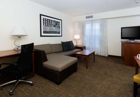 Residence Inn Baton Rouge Towne Center at Cedar Lodge - King Studio Suite - Living Area