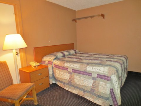Country Hearth Inn Decatur - One King Bed