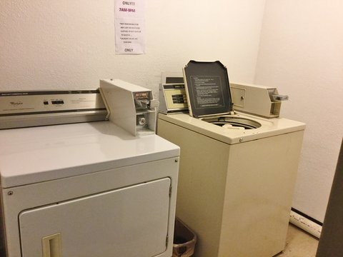 Country Hearth Inn Decatur - Laundry Facility