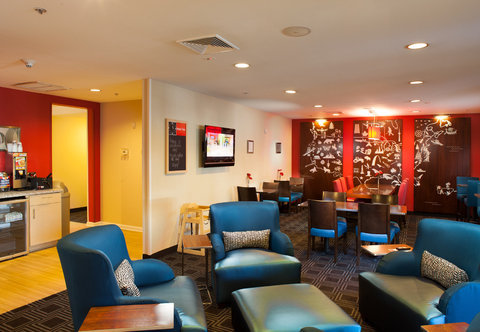 Towneplace Suites by Marriott Savannah Airport - Lobby Seating Area