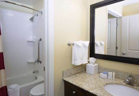 TownePlace Suites Boise Downtown - Suite Bathroom