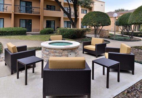 Courtyard Dallas LBJ at Josey - Fire Pit