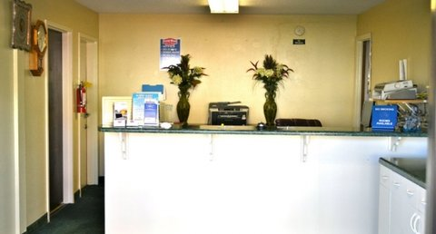 Country Hearth Inn and Suites - Front Desk