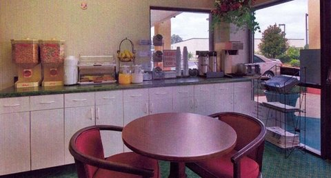 Country Hearth Inn and Suites - Breakfast Area