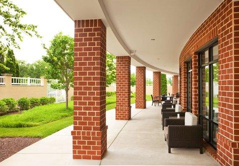 Courtyard Gettysburg - Outdoor Patio