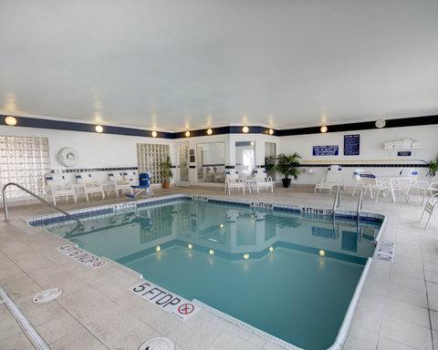 舒適套房酒店 - Pool