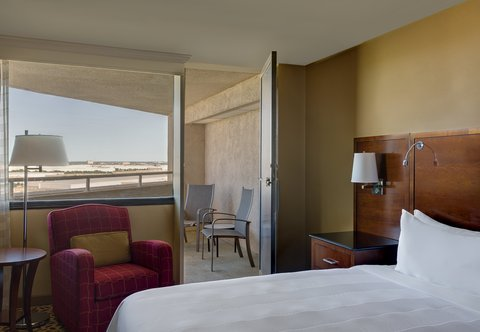 Marriott Dfw Airport North Hotel - Corner King Guest Room