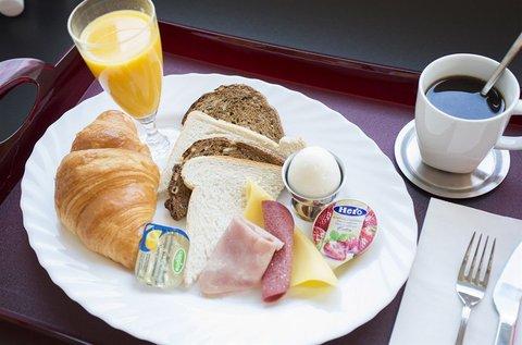 Quentin England Hotel - Breakfast