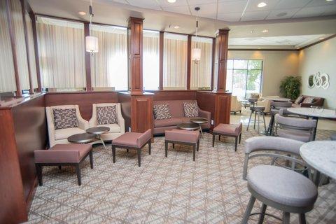 DoubleTree by Hilton Bloomington - Lobby Bar Sitting Area