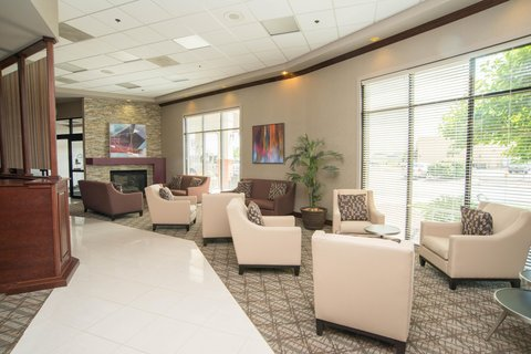 DoubleTree by Hilton Bloomington - Lobby Sitting Area