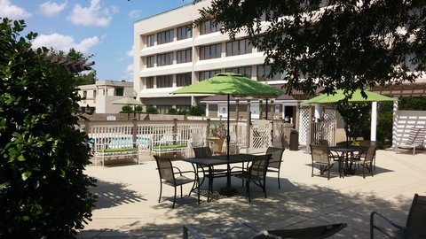 DoubleTree by Hilton Fayetteville - Outdoor Pool Area