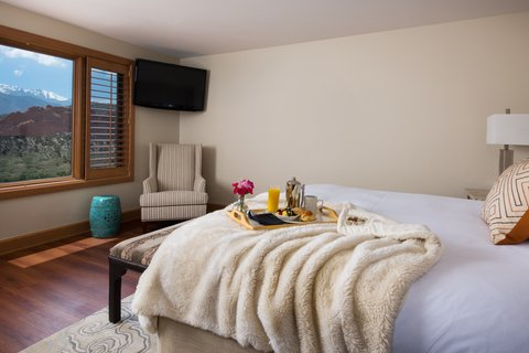Garden of the Gods Club and Resort Colorado Springs - Queen Club Guest Room