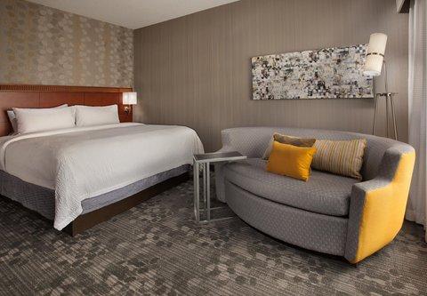 Courtyard Harrisburg Hershey - King Guest Room