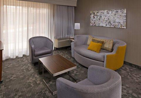 Courtyard Harrisburg Hershey - King Suite Living Area