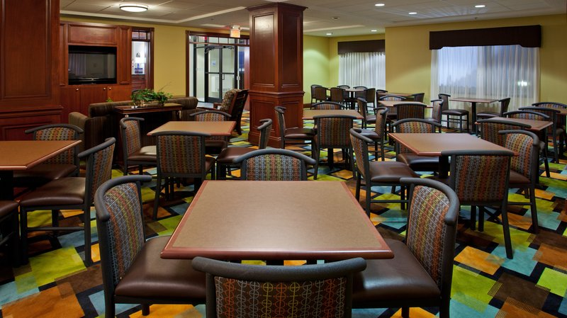 Holiday Inn Express GROVE CITY (OUTLET CENTER) - Mercer, PA