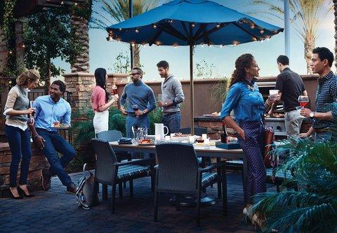 Residence Inn Dallas Market Center - Off the Grill - Residence Inn Mix