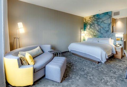 Courtyard St. Petersburg Clearwater/Madeira Beach - King Guest Room