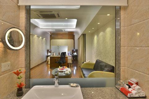 The Gateway Hotel Akota - Bathroom Junior Suite