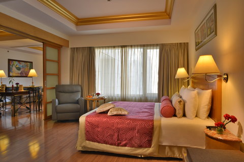 The Gateway Hotel Akota - Deluxe Suite