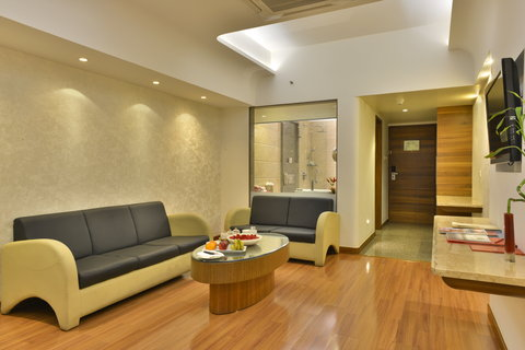 The Gateway Hotel Akota - Junior Suite