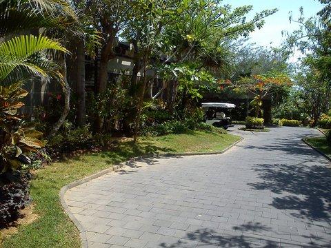 بانيان تري أونغاسان - Pic From Infront Of Villa To