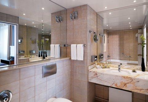 Heidelberg Marriott Hotel - Executive Suite Bathroom