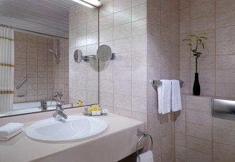 Heidelberg Marriott Hotel - Guest Bathroom