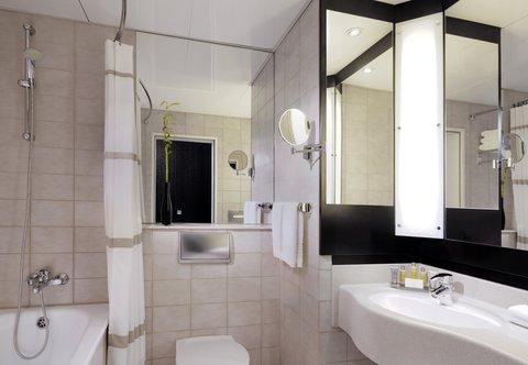 Heidelberg Marriott Hotel - Executive Room Bathroom