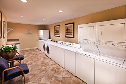 Candlewood Suites DALLAS/MARKET CENTER - Laundry Facility