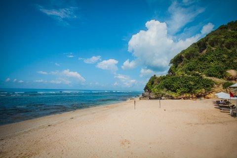 بانيان تري أونغاسان - Beach