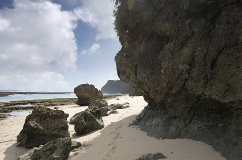 بانيان تري أونغاسان - Exterior Beach Jpg