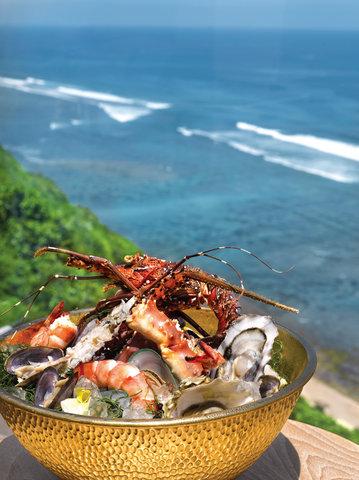 بانيان تري أونغاسان - Ju Ma Na Seafood Tower Jpg