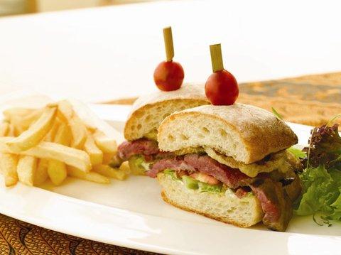بانيان تري أونغاسان - Pool Bar Banyan Tree Club Sandwich