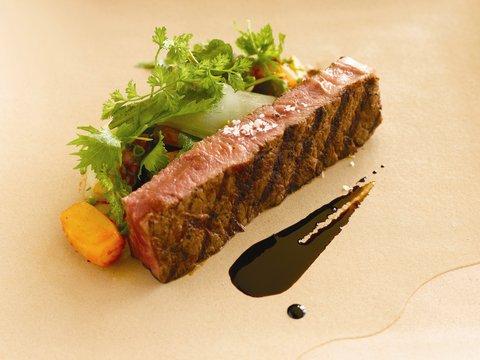 بانيان تري أونغاسان - Lightly Char Grilled Wagyu Beef
