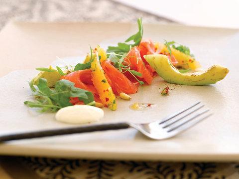 بانيان تري أونغاسان - Tamarind Aragula Salad House Cured Salmon