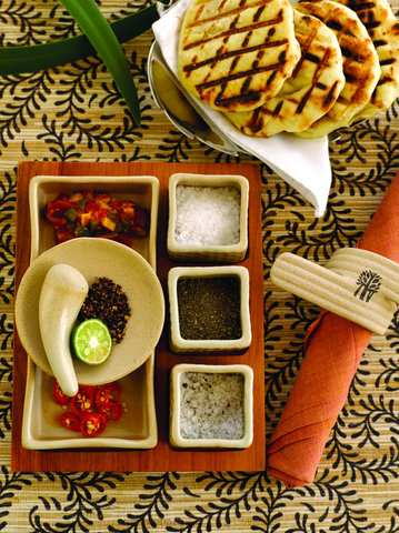 بانيان تري أونغاسان - Tamarind Bread Condiments Selection