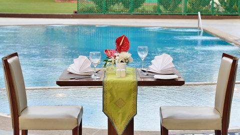 The Gateway Hotel Akota - Poolside Dinner