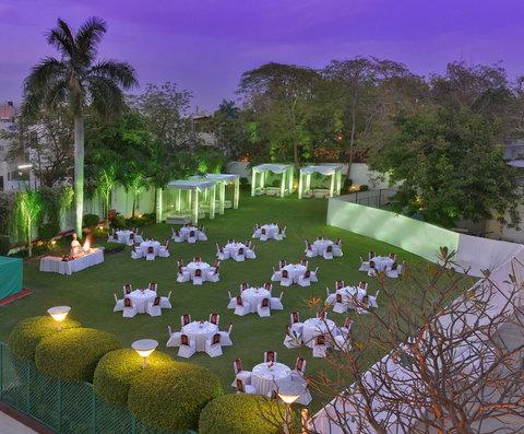 The Gateway Hotel Akota - Tropicana Green Lawns