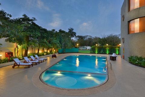 The Gateway Hotel Akota - Swimming Pool