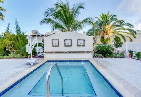 Courtyard St. Petersburg Clearwater/Madeira Beach - Whirlpool