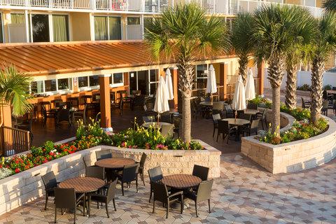 Holiday Inn Resort DAYTONA BEACH OCEANFRONT - Outdoor Dining Area Overlooking the Atlantic Ocean